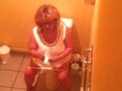 Beurette blonde mature toilets