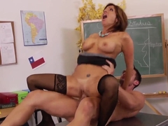 Johnny Castle and Tara Holiday having sex