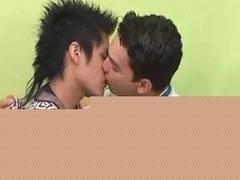 Cute twinks shag in Puerto Rican gay sex video